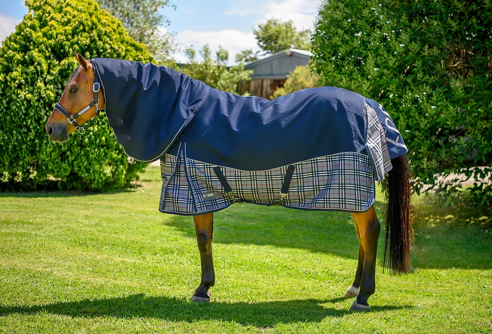 EQ Armour Summit 1680 Turnout Horse Rug with Detatch-A-Neck